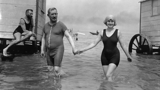 Rare Vintage Beach Photos (1)